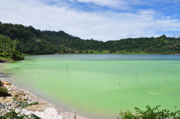 Linow Lake, green sulphur lake in Tomohon