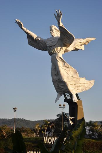 Monument Yesus Memberkati Manado
